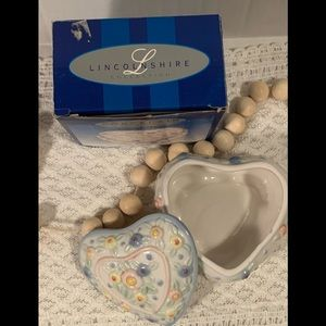 Vtg LincolnShire Collection Porcelain Heart Box